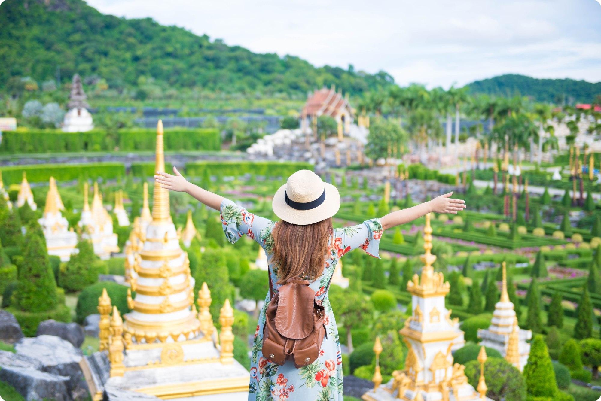 タイを旅行する女性