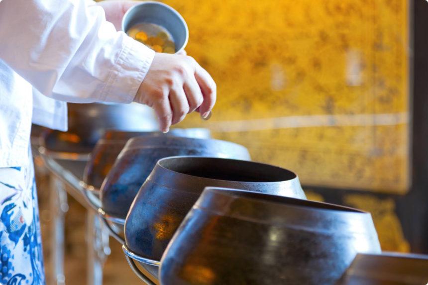 煩悩を捨てる鉢にサタンを入れる