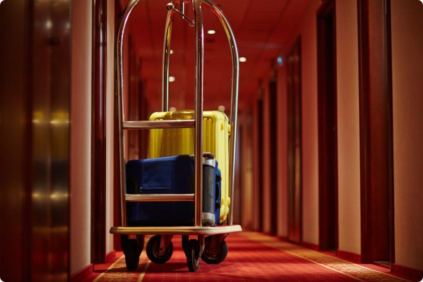 ホテル バッグを運んでくれる