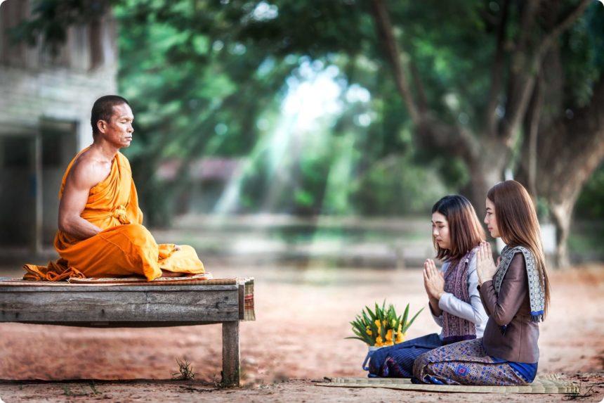タイの僧侶と女性