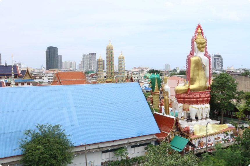 ワット・パクナムの屋上からみるワット・クン・チャン