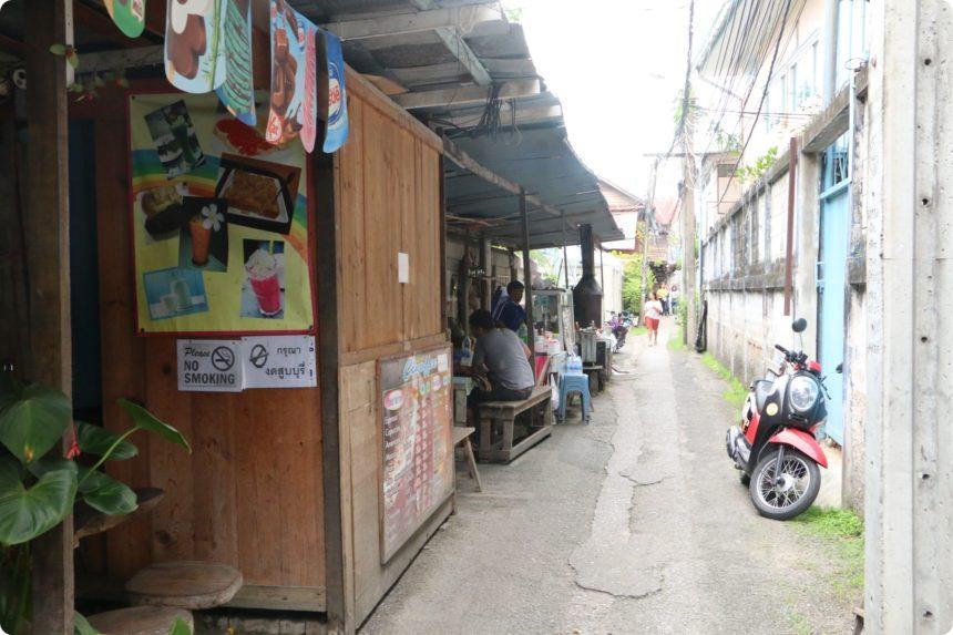 ワットパクナム タイのローカルレストラン