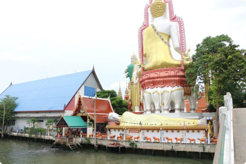 ワットクンチャンの仏像の背中