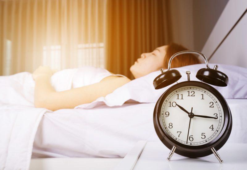 眠るタイ人女性