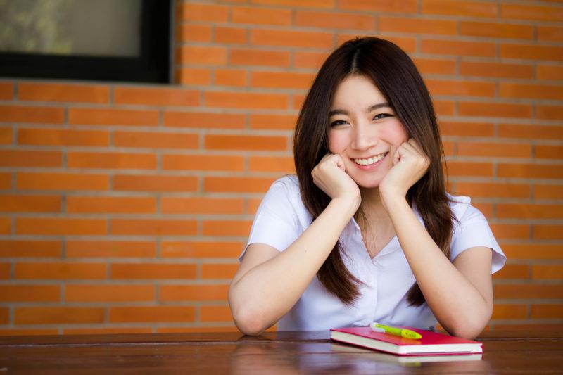 タイ 笑顔の学生