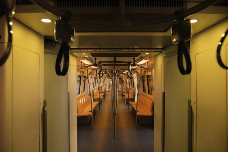 タイの電車内の風景