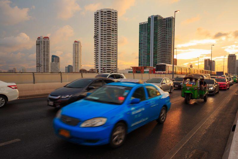 タイ 高速 タクシー