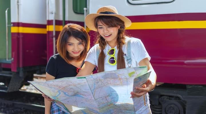 タイ 地図を見る 女性