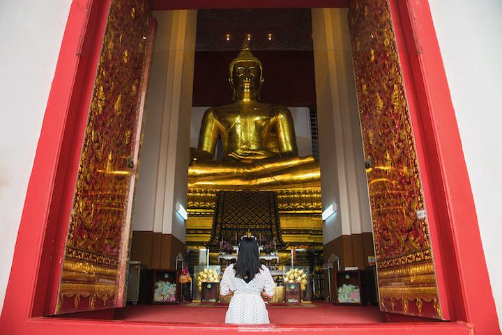 タイ 寺院 女性