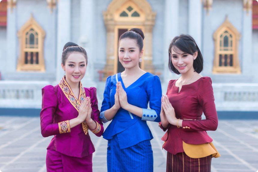 タイの衣装をきたタイ人女性