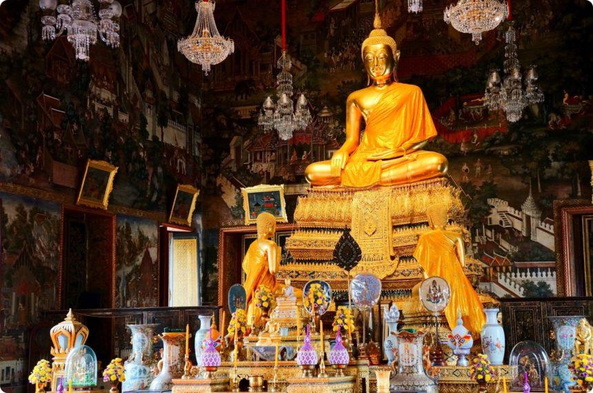 ワットアルン 本堂の仏像