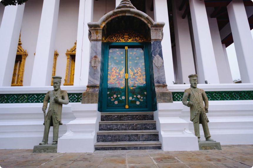 ワットスタット 石像