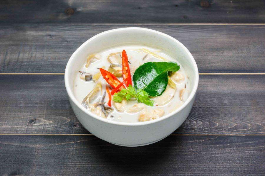 タイ料理:トムカーガイ(ต้มข่าไก่)