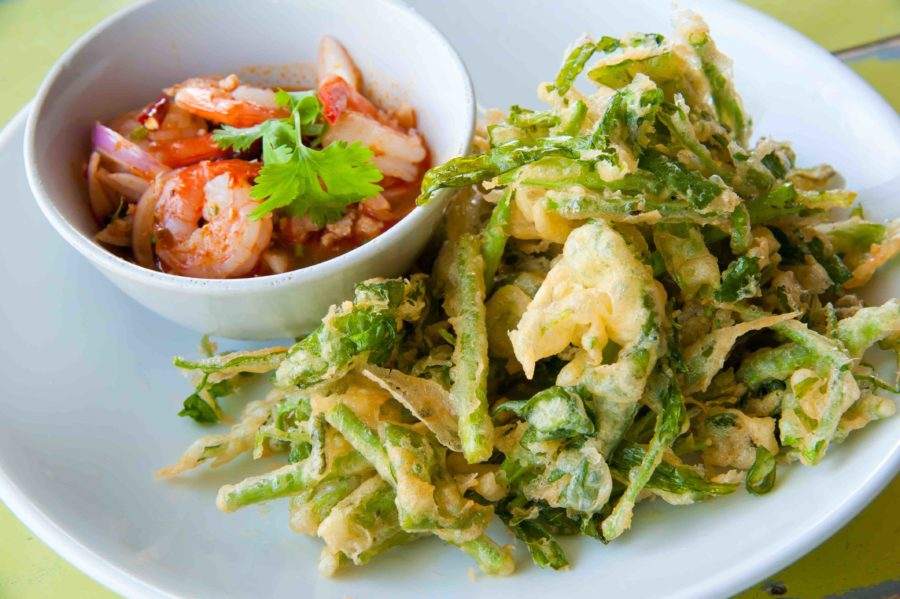タイ料理:ヤムパックブーントードグローブ(ยำผักบุ้งกรอบ)