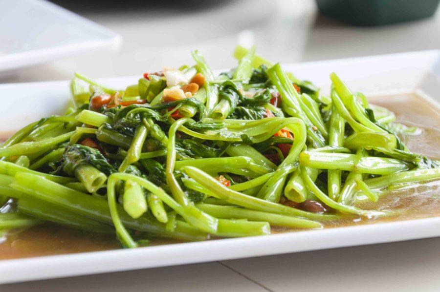 タイ料理:パックブンファイデーン(ผักบุ้งไฟแดง)