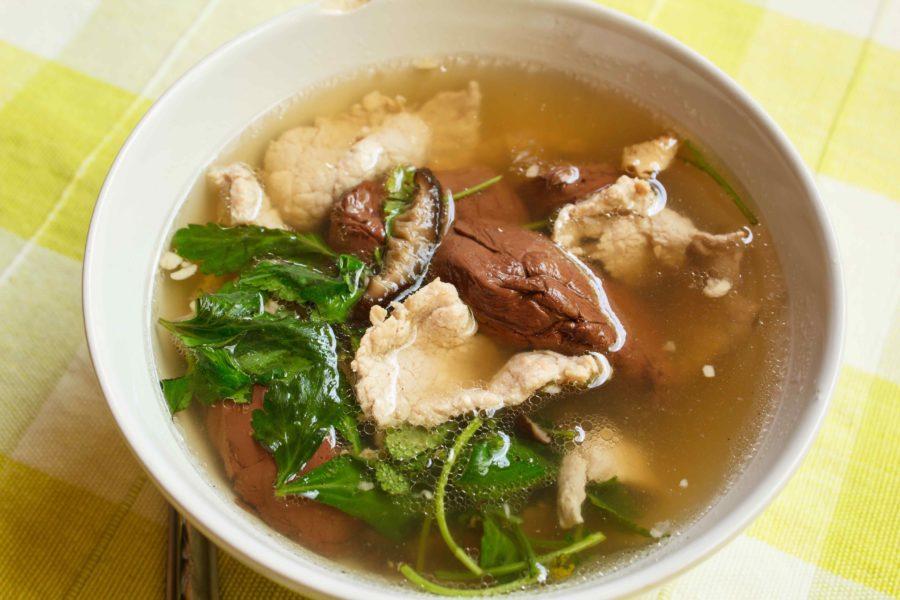 タイ料理:ガオラオルーアッムー(เกาเหลาเลือดหมู)