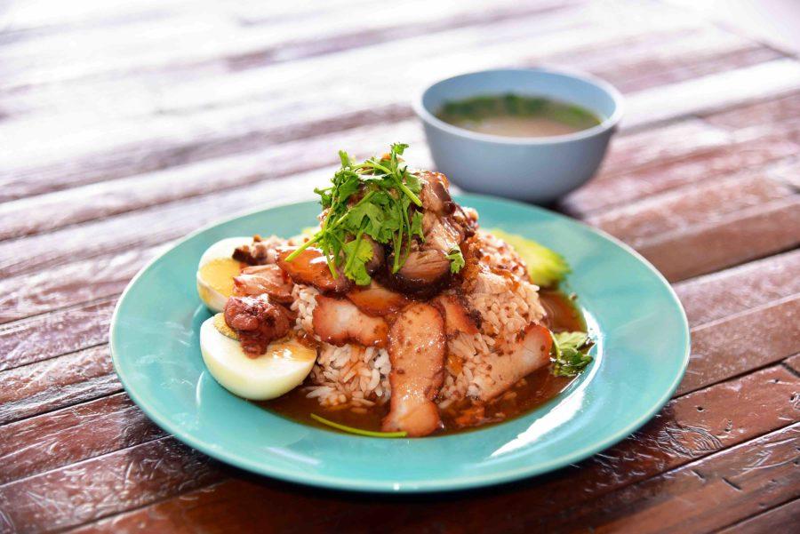 タイ料理:カオムーデーン(ข้าวหมูแดง)