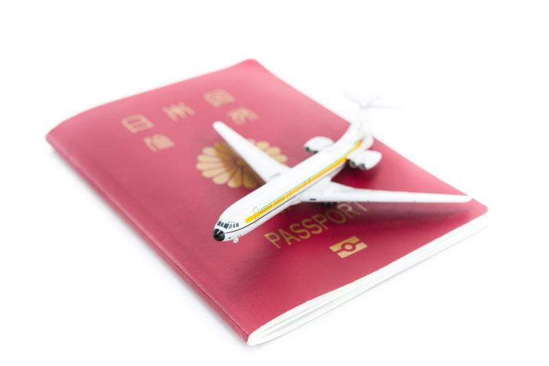 日本国パスポートと飛行機