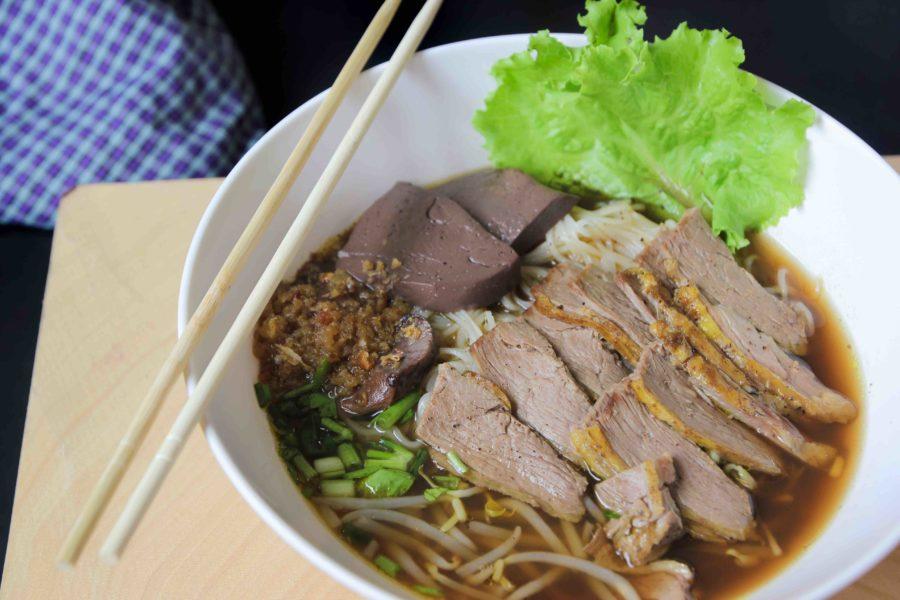 タイ料理:ペットトゥン(เป็ดตุ๋น)
