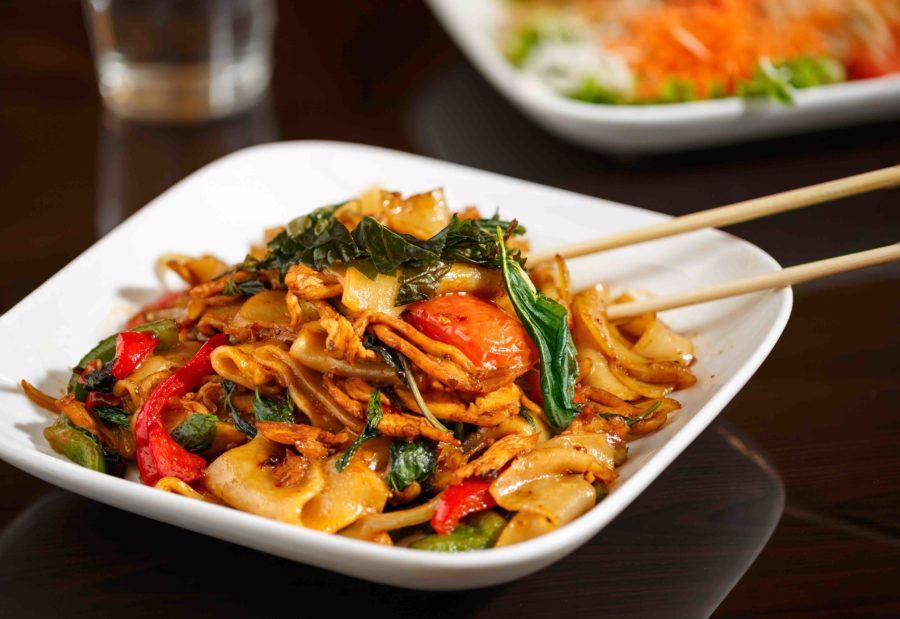 タイ料理:パッキーマオ(ผัดขี้เมา)