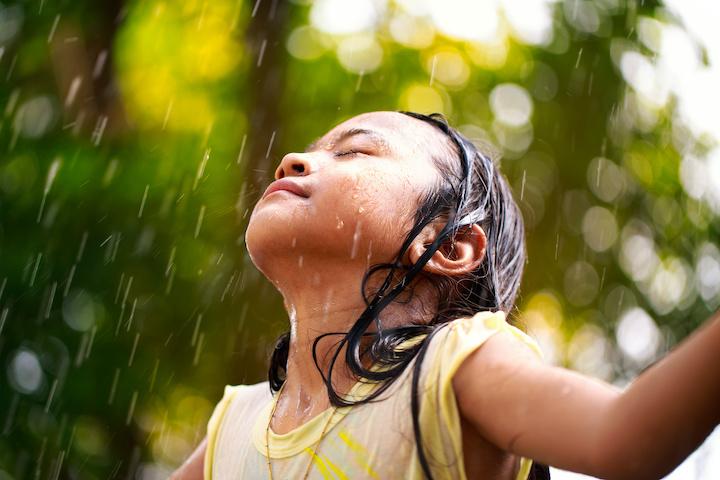 タイ 大雨と女の子