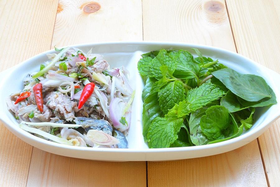 タイ料理:ヤムプラトゥー(ยำปลาทู)