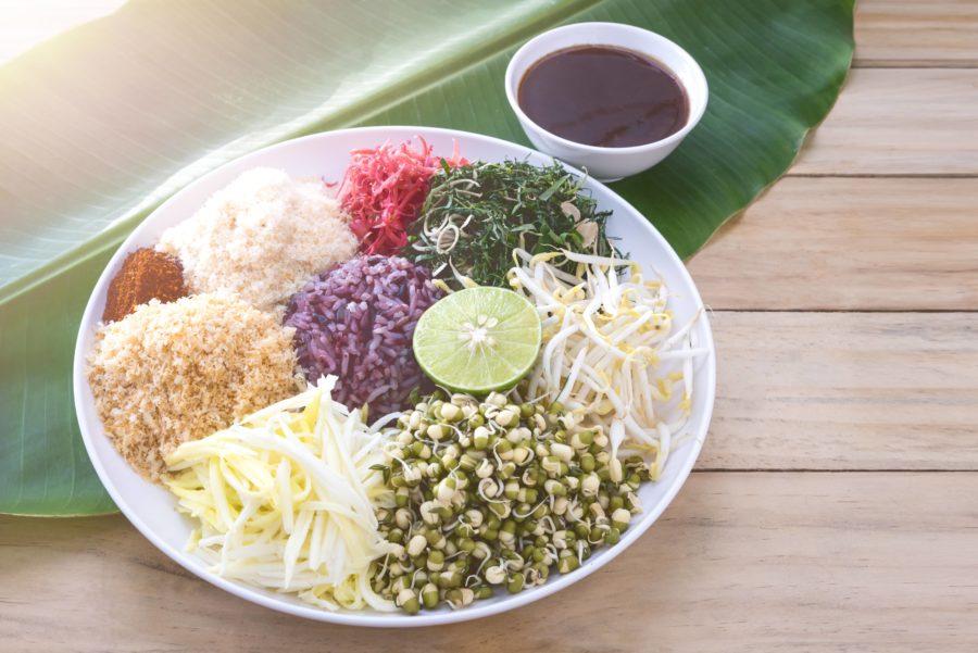 タイ料理:カオヤム(ข้าวยำ)