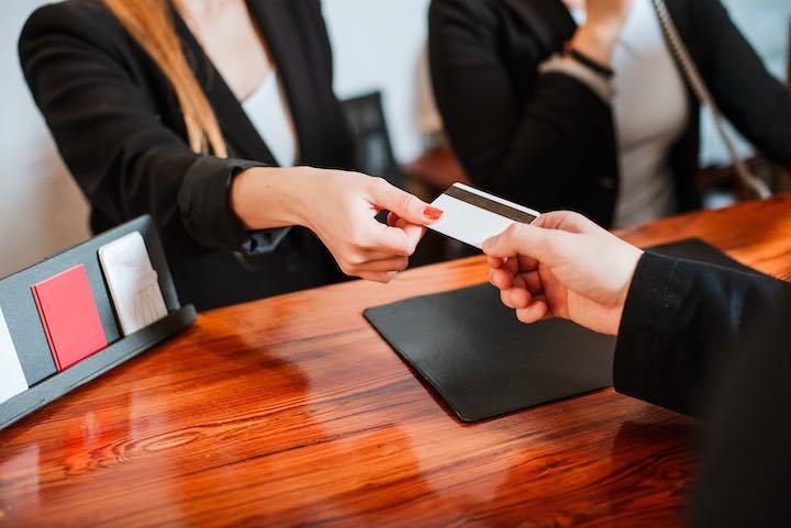 ホテル カード 支払い