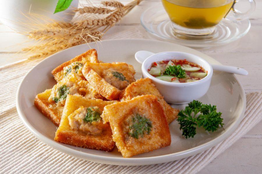 タイ料理:カノムパンナーム(ขนมปังหน้าหมู)