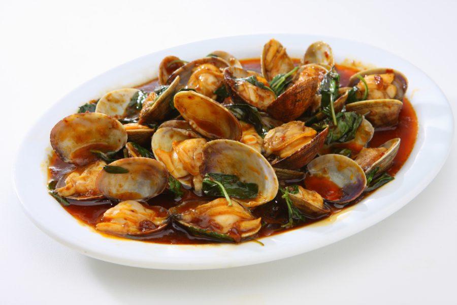 タイ料理:ホイラーイパットナムプリックパオ(ผัดหอยลายนํ้าพริกเป๋า)