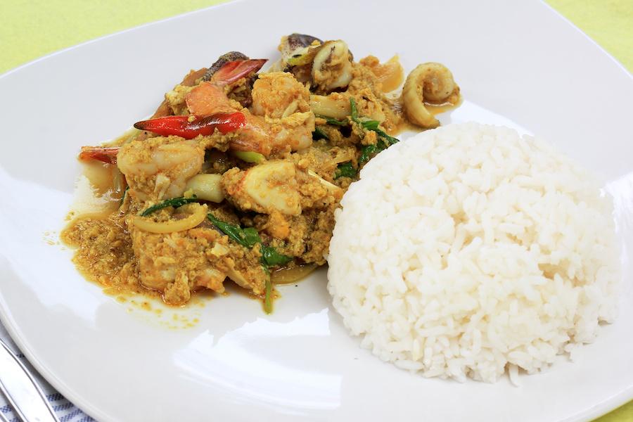 タイ料理:プラームックパッポンカリー(ปลาหมึกผัดผงกะหรี่)