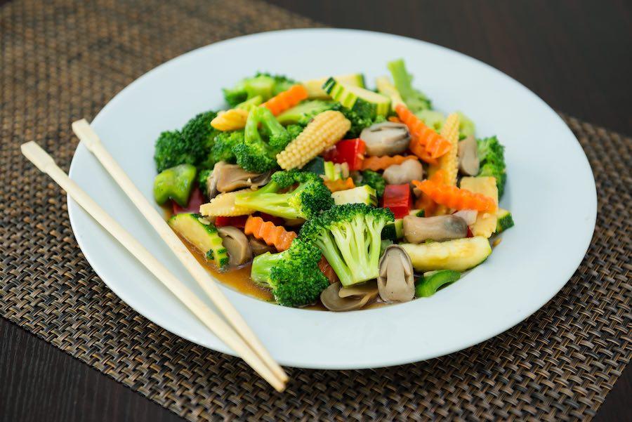 タイ料理:パットパックルアムミット(ผัดผักรวมมิตร)