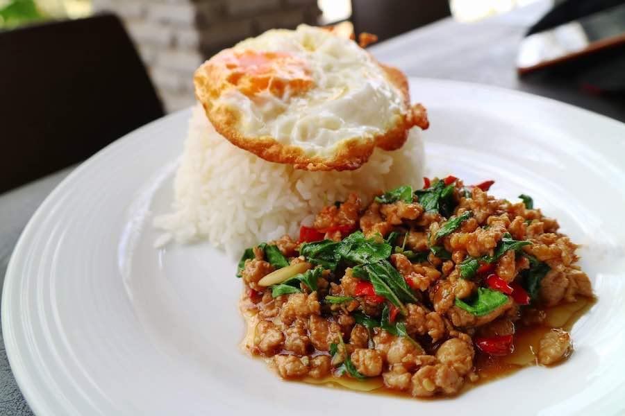 タイ料理:パットガパオムー(ผัดกระเพราหมู)
