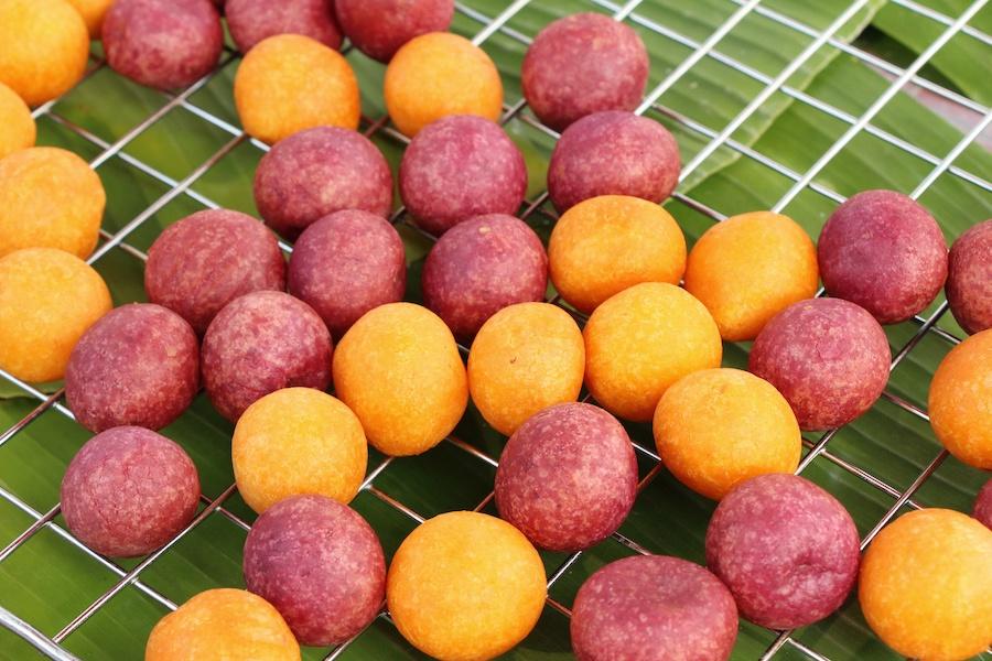 タイのお菓子:カノムカイノッカター(ขนม ไข่นกกระทา)