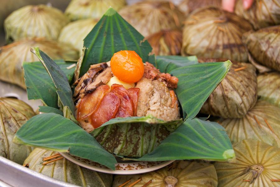 タイ料理:カオホーバイブア(ข้าวห่อใบบัว)