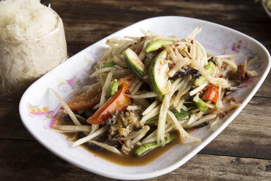タイ料理:ソムタムプラーラー(ส้มตำปลาร้า)