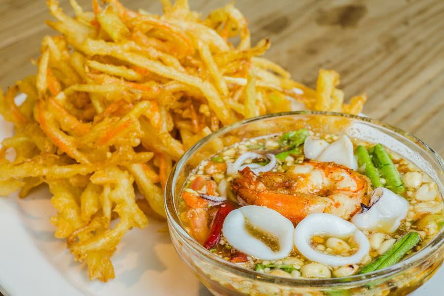 タイ料理:ソムタムトート(ส้มตำทอด)