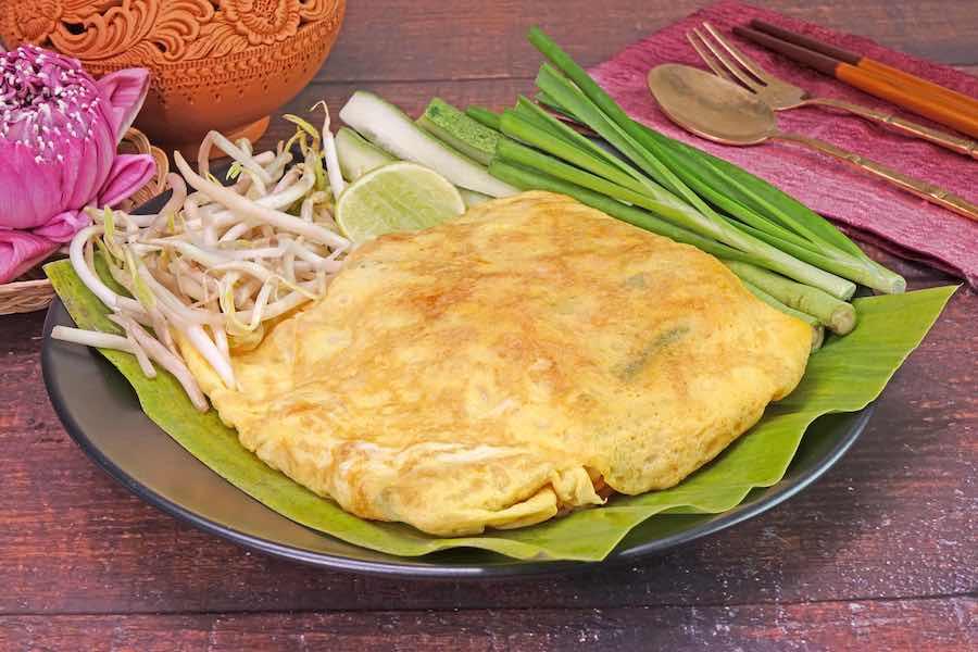 タイ料理:パッタイホーカイ(ผัดไทยห่อไข่)
