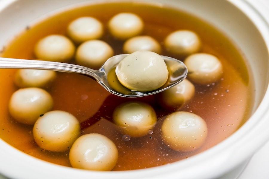 タイ料理:ブアローイナムキン(บัวลอยน้ำขิง)