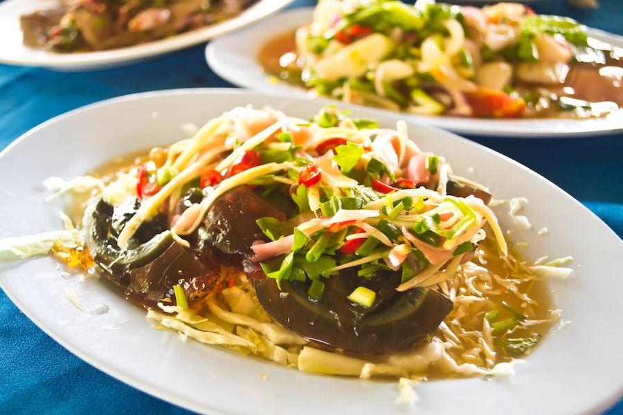 タイ料理:ヤムカイヨーマー(ยำไข่เยี่ยมม้า)