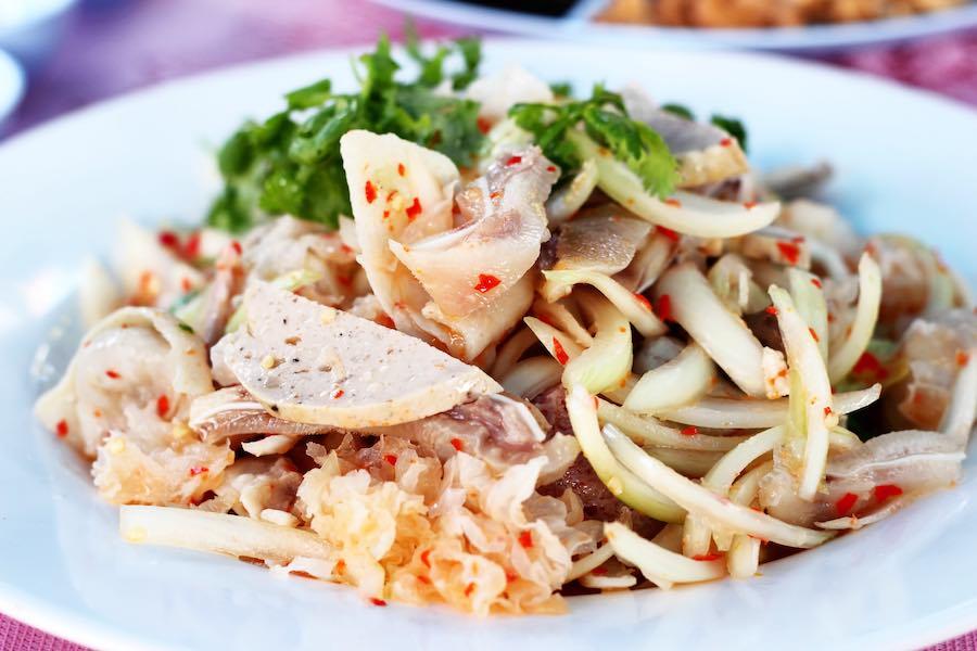 タイ料理:ヤムフームー(ยำหูหมู)