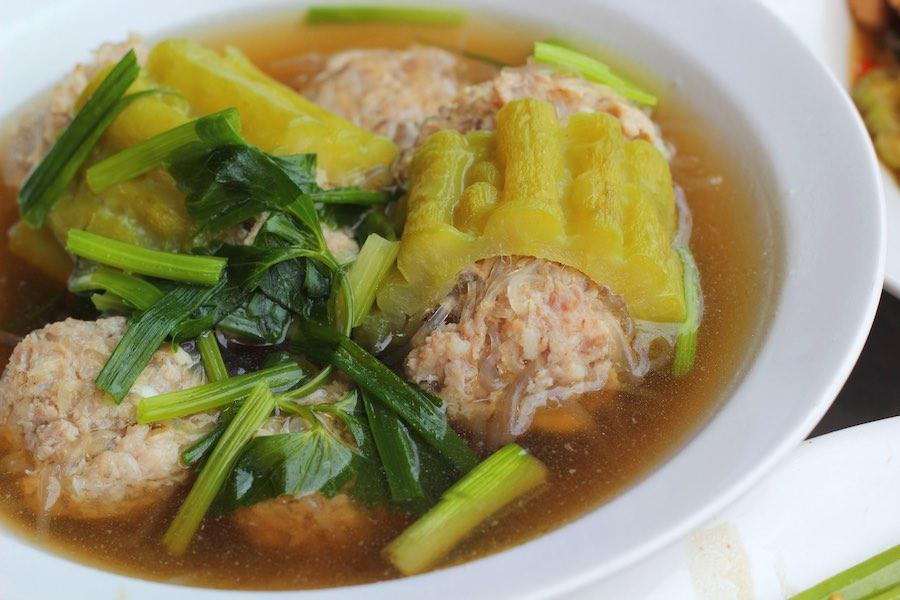 タイ料理:マラヤッサイムーサップ(มะระยัดไส้หมูสับ)