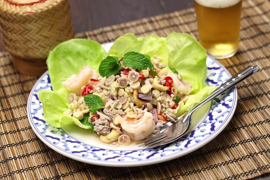タイ料理:ヤムタクライ(ยำตะไคร้)