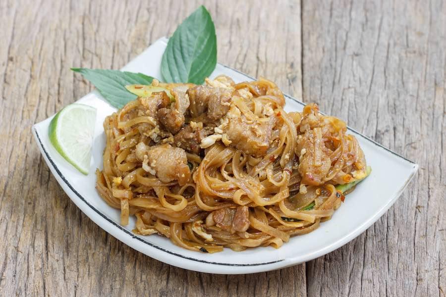 タイ料理:パットミーコラート(ผัดหมี่โคราช)