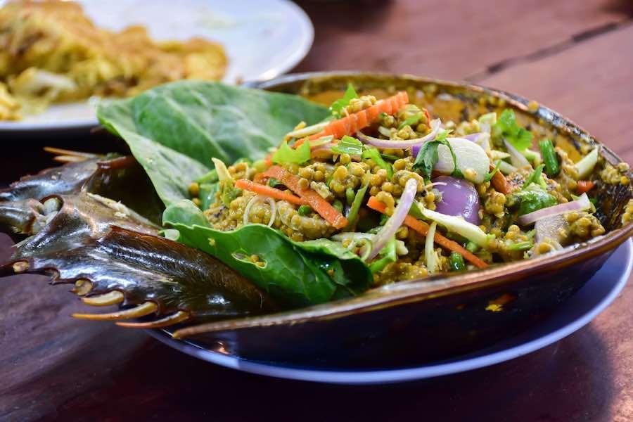 タイ料理:ヤムカイメンダータレー(ยําไข่แมงดาทะเล)