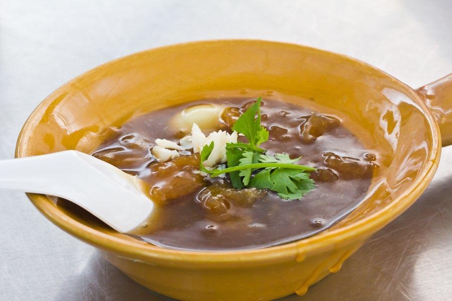 タイ料理:カポプラーナムデーン(กระเพาะปลาน้ำแดง)