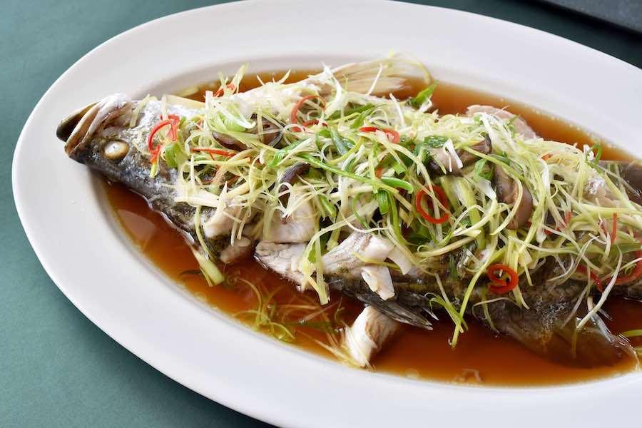 タイ料理:プラーヌンシーユー(ปลานึ่งซีอิ๊ว)
