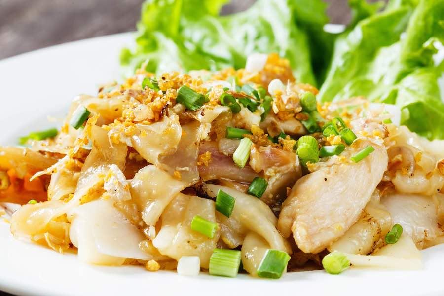 タイ料理:クイッティアオクアガイ(ก๋วยเตี๋ยวคั่วไก่)