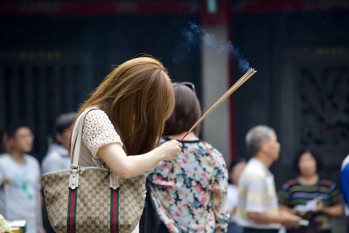 タイ人 お寺 祈り