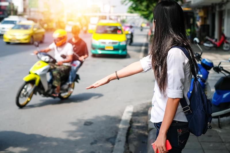 タイ タクシー 止め方